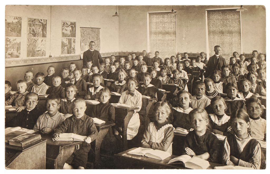 How NOT to make math fun: retro photo of an early 1900s classroom